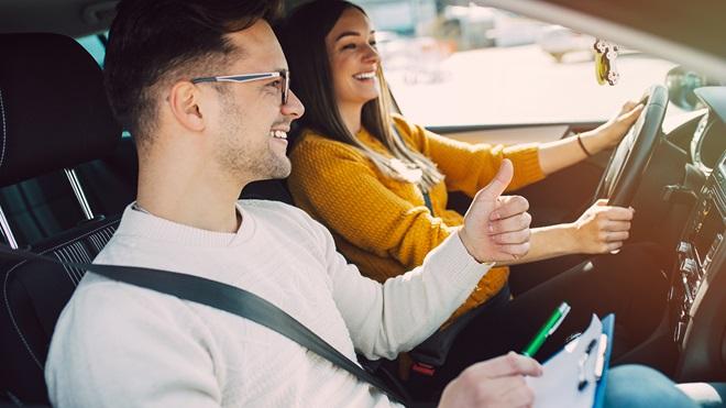Cuánto cuesta sacarse el carnet de conducir en Elche en 2020